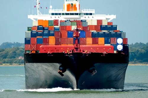fraktskip med mange kontainer